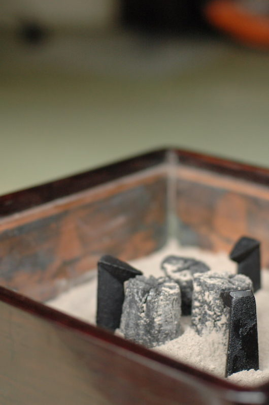 火鉢用・鋳物の五徳小