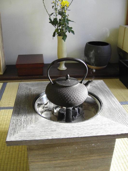 桐火鉢と鉄瓶