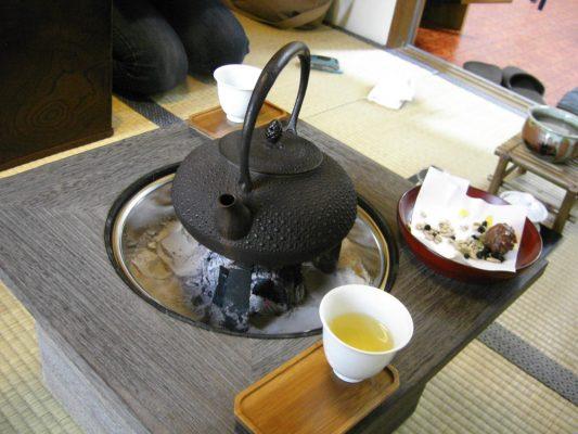 桐火鉢と茶