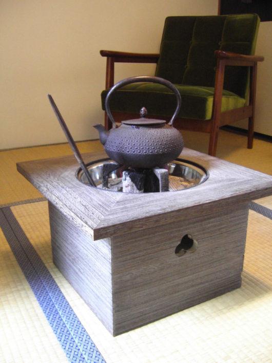 桐火鉢とカリモク