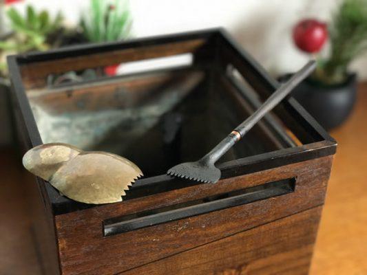 骨董の火鉢と火箸と、金沢のだるま灰均し