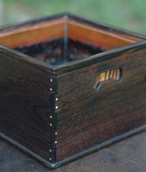 紫檀と黒柿、象牙の釘の火鉢