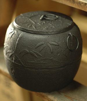 鉄瓶と同じ作りの火消し壺