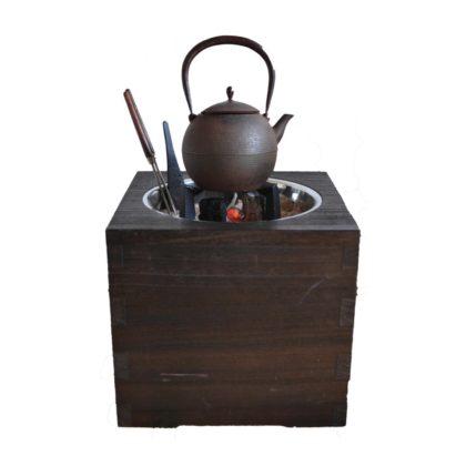 桐箱火鉢と鉄瓶