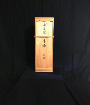春慶塗の火鉢の桐箱