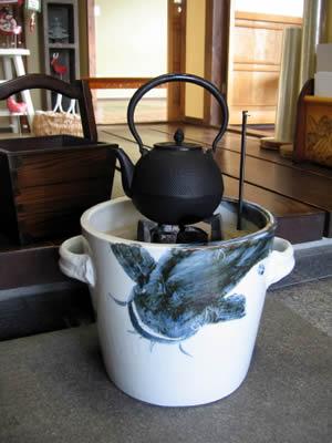 陶器の火鉢