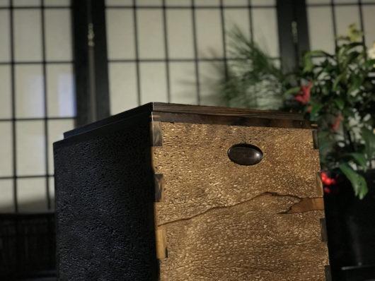 全面虫喰の黒柿の火鉢
