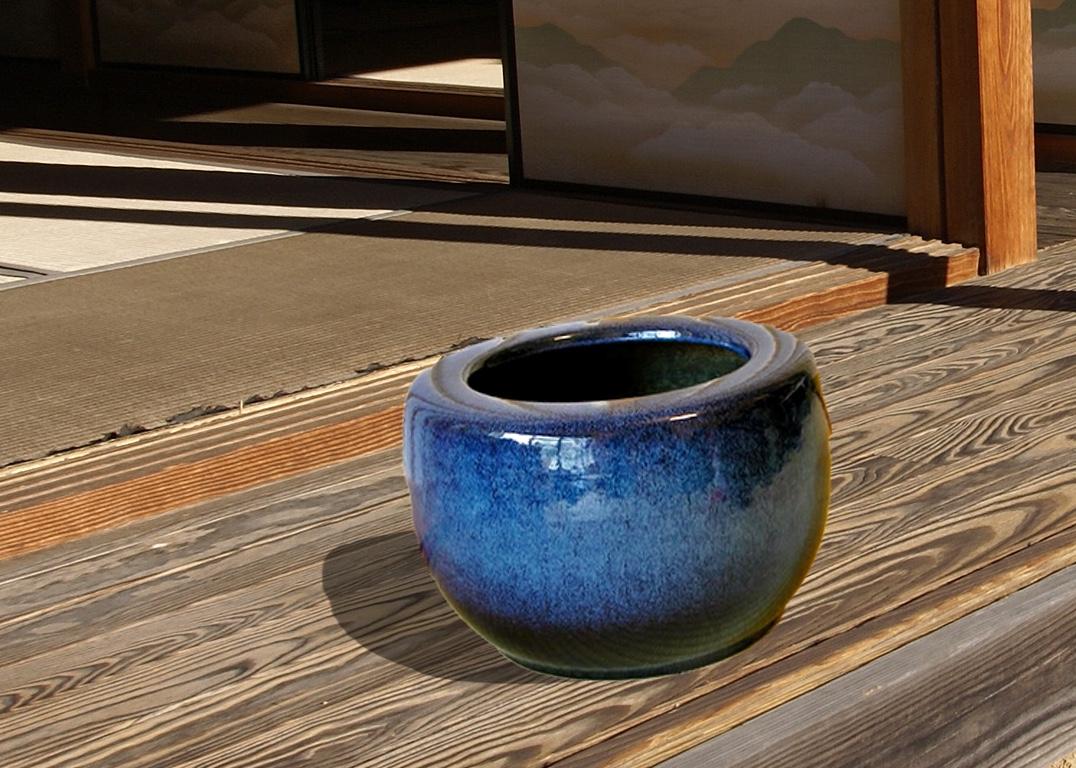 縁側にナマコ火鉢