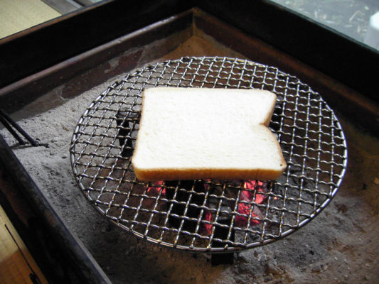 火鉢でトースト