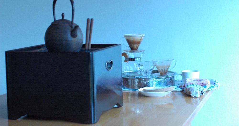コーヒーと火鉢