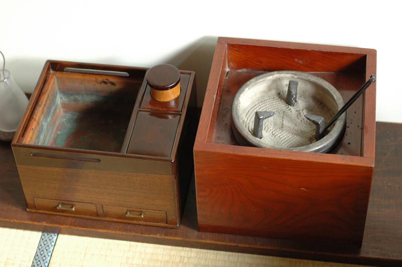 火鉢屋の参考画像 手あぶり火鉢とたばこ盆