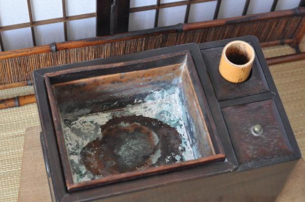 紫檀のたばこ盆の炉