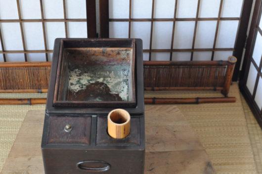 紫檀のたばこ盆の炉縁