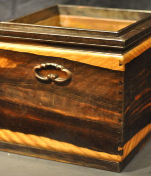 骨董、総黒柿の手あぶり火鉢で、京火鉢のスタイル(明治時代)